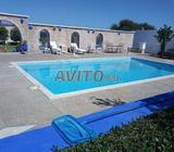 Maison avec piscine et grande jardin