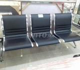 Chaises collées pour visiteur